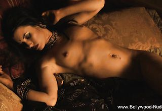 Nude Indian babe Pleases Us
